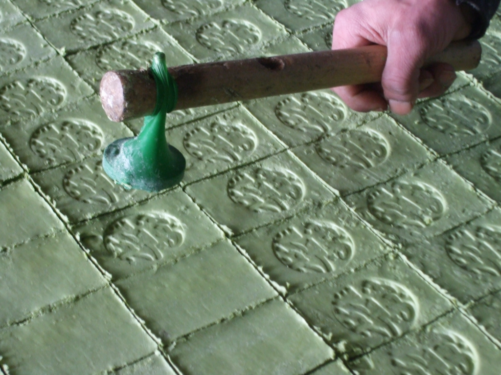 aleppo soap-stamping-scaled